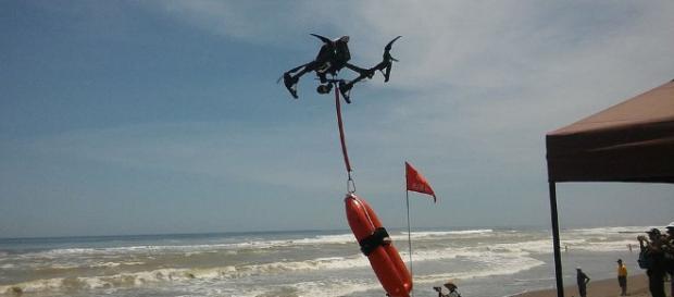 Los drones haciendo labor de rescate en el mar