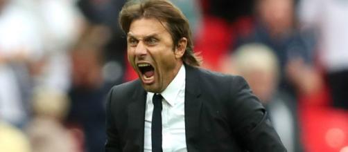 Antonio Conte, es un ex-futbolista y entrenador italiano