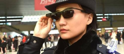 La policía china usa gafas de sol con reconocimiento facial para identificar a los ciudadanos