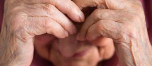 mujer mayor en Italia fue agredida físicamente