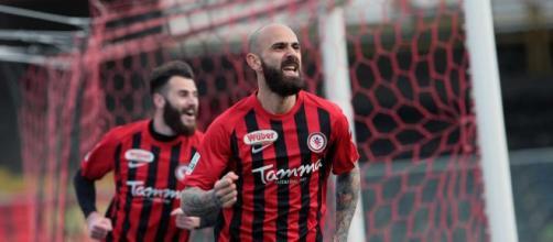 Nella foto, della Lega B, Mazzeo esulta dopo il gol realizzato all'Avellino