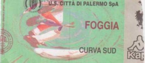 Un biglietto di Curva Sud per Palermo-Foggia della stagione 1998/99
