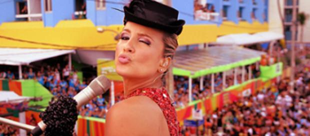 A cantora Claudia Leitte em bloco no carnaval