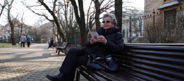 O pensionară doarme pe străzi nevinovată
