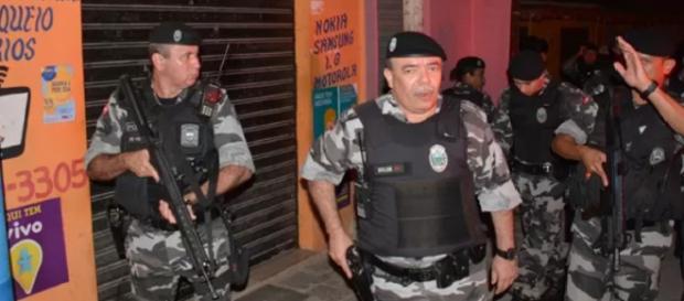 Vítimas reagem e matam assaltante a pedradas na orla de João Pessoa; família nega envolvimento dele com crime