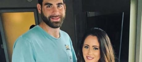 David Eason and Jenelle Evans pose in NYC. - [Photo via Facebook]