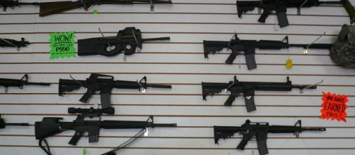 Automatic weapons at gun range, Las Vegas (Image credit – Cory Doctorow, Wikimedia Commons)