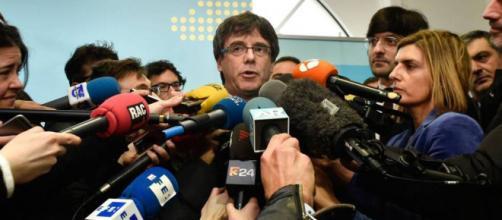 El Gobierno investiga la financiación de Puigdemont en Bruselas
