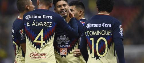 Edson Álvarez no estaría disponible para el duelo contra Chivas.
