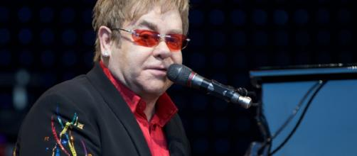 Elton John's mom leaves him two urns, and leaves cash to former assistant. - [Image Credit: Flickr]
