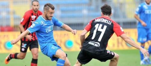 Luca Martinelli in pressing su Alfredo Donnarumma nel match di andata