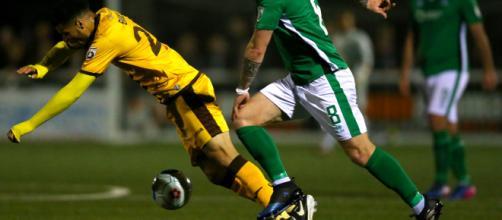 Sutton United tendrá que abandonar su campo de lanzamiento de 3G si es promovido a la Liga Dos, o enfrenta un doble castigo