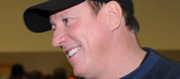 Former Buffalo Bills quarterback Jim Kelly prepares for third battle with cancer. Photo Credit: Corenthia Fennelll on Wikimedia Commons