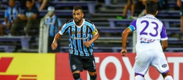 Grêmio vacilou no final contra o Defensor