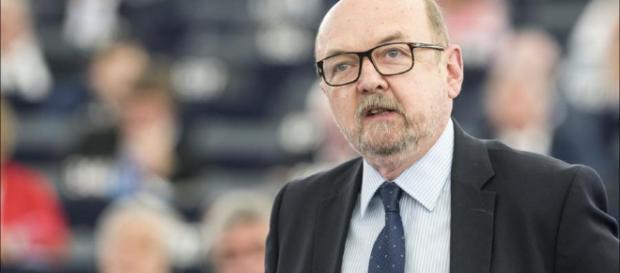 Prof. Legutko sprowadził eurokratów do parteru (foto: polityka.pl)