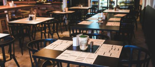 A restaurant server dishes some truth from their insider POV (photo via Pexels.com)