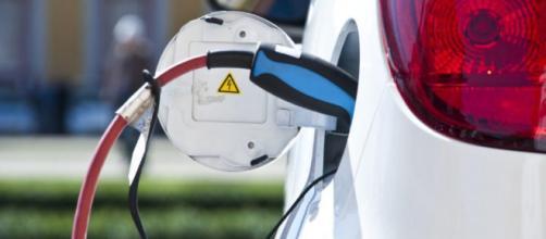 Auto elettriche: ecco come ci si sta muovendo verso il cambiamento