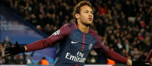 Neymar está no Brasil se recuperando de lesão