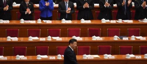 Presidente Xi Jinping consegue aprovar emenda que o garante de forma definitiva no governo.