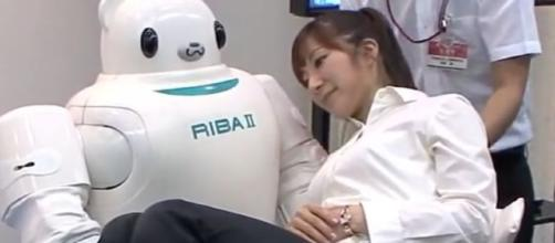 Robot RIBA, [image via ikinamo/YouTube/]