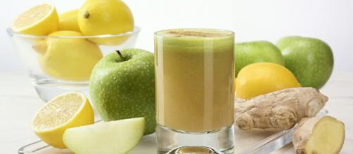 Estratti e succhi di frutta detox per affrontare il cambio di stagione in bellezza e salute - foto:lifegate.it