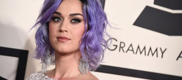 Katy Perry gana litigio a monjas