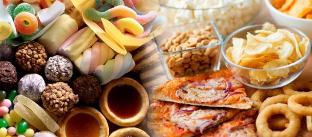 Las comidas dulces y grasosas deben ingerirse con precaución. - elraptorblog.com