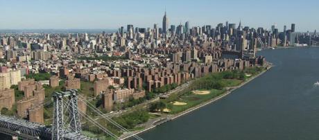 Bridge / East River / New York City / USA / Aerial   HD Stock ... - framepool.com