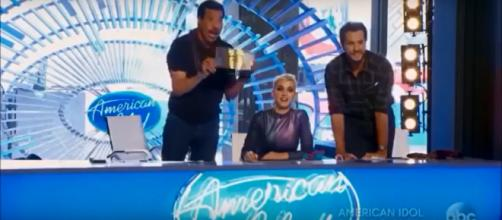 'American Idol' 2018 took off with satisfying chemistry and surprising performances on premiere night. Screenshot: World Trends Now/YouTube