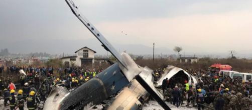 Incidente aereo nell'aeroporto di Kathmandu, in Nepal. Si contano almeno 50 morti.