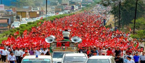 Maharashtra farmers' march: (Image Credit: NDTV/Youtube)