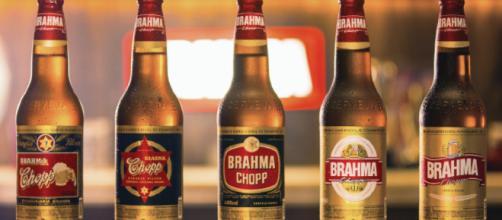 Mostrando os rótulos dos anos que o Brasil foi campeão mundial, Brahma lança campanha para Copa