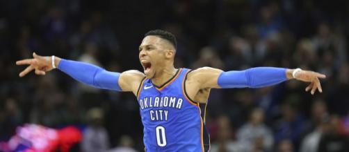 Russell Westbrook mantém sua regularidade e desequilibra de novo.(Steve Yeater/AP Photo)