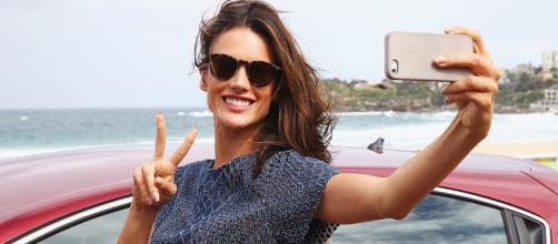 Tips para tomar una selfie perfecta - ELLE - elle.mx