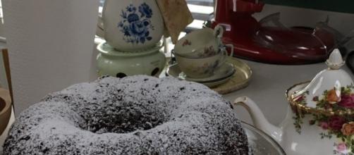 Torta al ricca al cioccolato- https://www.allrecipes.com/recipe/7565/too-much-chocolate-cake/photos/5129723/