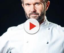 Il pizzaiolo napoletano Attilio Albachiara spiega a Carlo Cracco come fare la vera pizza.