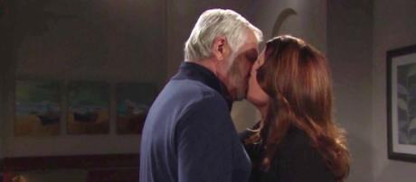 Beautiful trame al 24-3: il bacio tra Eric e Sheila, il piano di Bill e Caroline