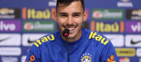 O lateral já serviu a Seleção Brasileira. (foto reprodução).
