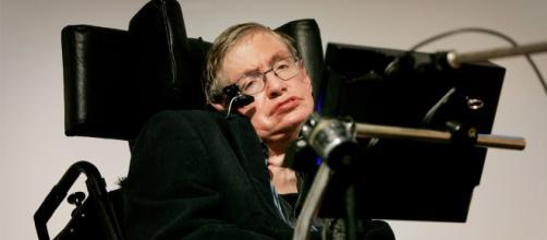El físico de fama mundial Stephen Hawking murió a la edad de 76 años