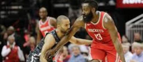 Harden donne la leçon aux Spurs