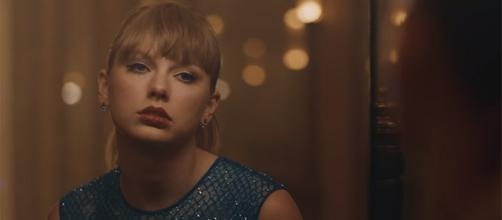"""Taylor Swift has just released a music video for """"Delicate,"""" from her new record, """"Reputation."""" [Image source: TaylorSwiftVEVO/YouTube]"""
