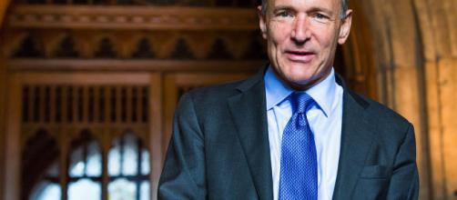 """Tim Berners-Lee: """"de una rica selección de blogs y sitios web ahora bajo el poderoso peso de unas pocas plataformas dominantes"""""""
