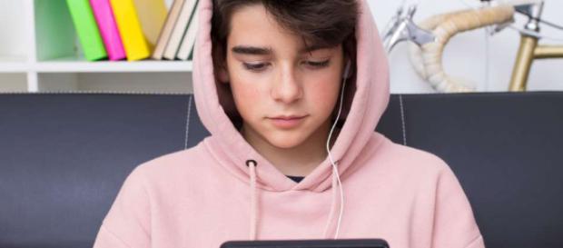 A qué edad debo darle un teléfono celular a mi hijo? | La Opinión - laopinion.com