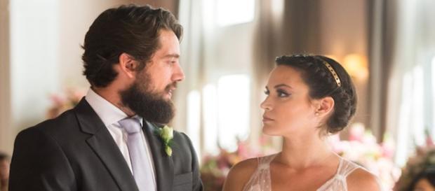 Clara descobre farsa de Renato e diz não no altar. (Foto: Divulgação TV Globo)