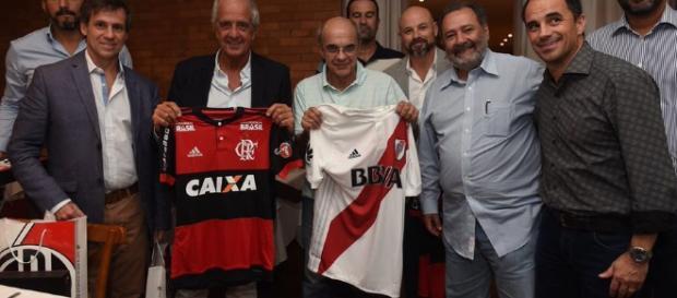 Dirigentes do Flamengo em encontro com os do River Plate