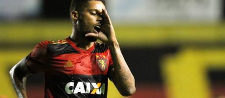 Grêmio fica perto de contratar André. Negócio envolve 2 jogadores do tricolor gaúcho.