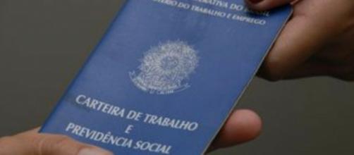 Carteira de trabalho e previdência social brasileira. crédito: Governo Federal