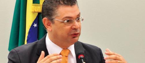 Deputado Sóstenes Cavalcante apresenta projeto de lei que pode punir pessoas trans por usarem banheiro de acordo com sua identidade de gênero
