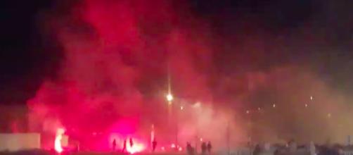 Des supporters de l'OL et de l'OM ont blessé policiers français et gardes basques (capture d'écran vidéo @siniecko)