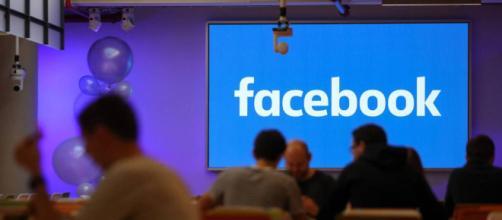 La red social prohíbe la página del partido de extrema derecha.
